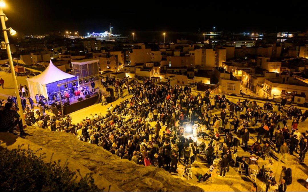 El potaje gitano y el flamenco reúnen a 3.000 almerienses